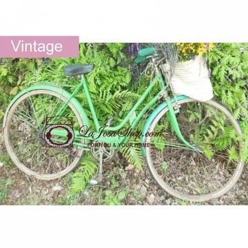 Bicicleta antigua verde