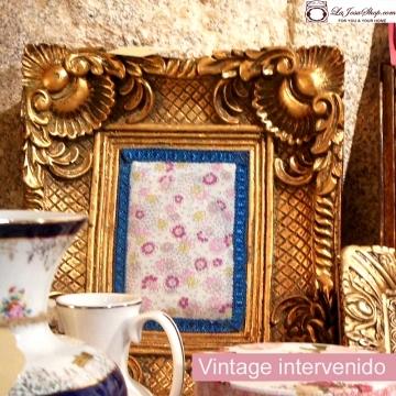 Cuadro dorado barroco vintage con aplicación de tela liberty y pasamaneria