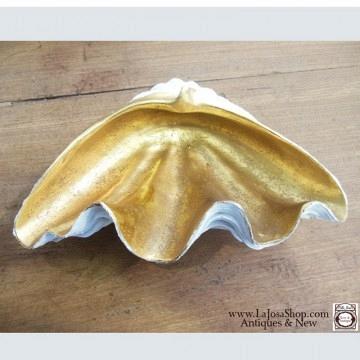 Concha dorada y blanca  tamaño pequeño 23x15cms