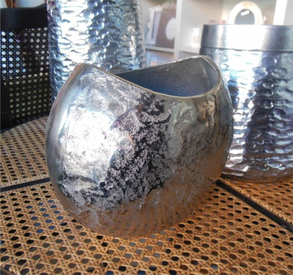 Jarrón aluminio  23x20x13 cm