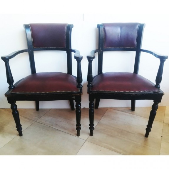 Pair of English leather armchairs of the 19th century