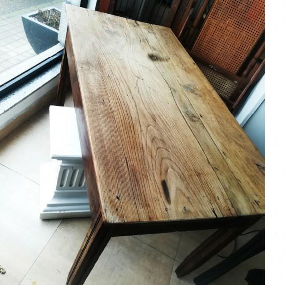 Mesa antigua castaño restaurada