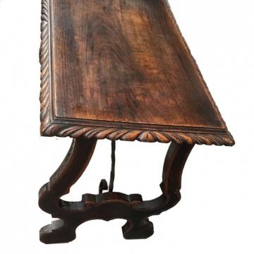 Antigua Consola o mesa auxiliar Castellana Barroca de Castaño.