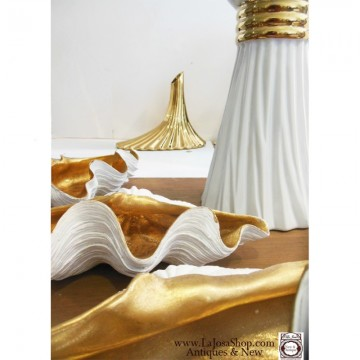 Concha dorada y blanca  tamaño mediano 31x14cms