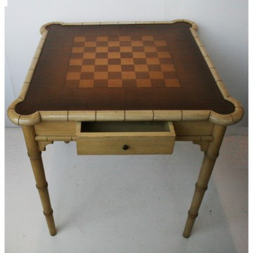 Mesa de juego falso bambú lacado en crema estilo Hollywood Regency